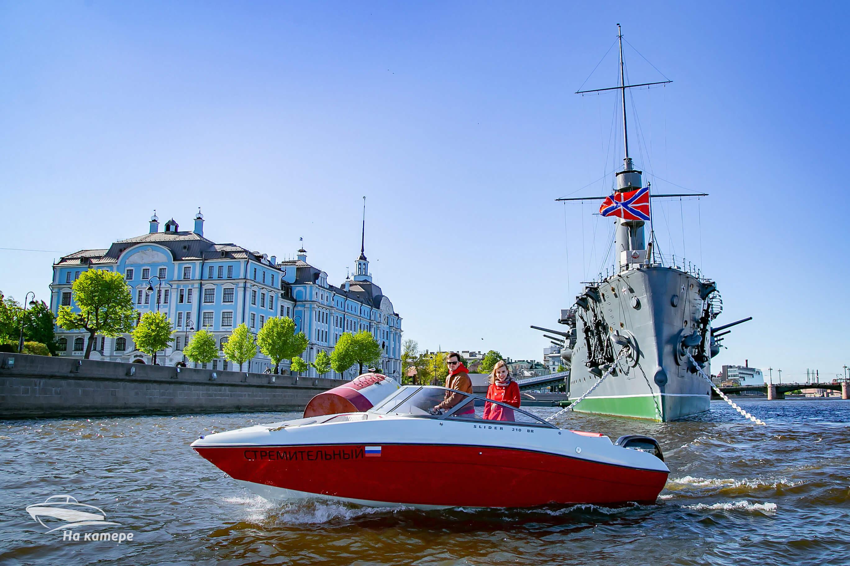 Аренда катера на Крестовский остров: интересный досуг для любой компании